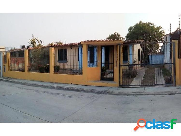 Se vende Amplia Casa, Urb. La Cumaca 0424-4404205 20-8055