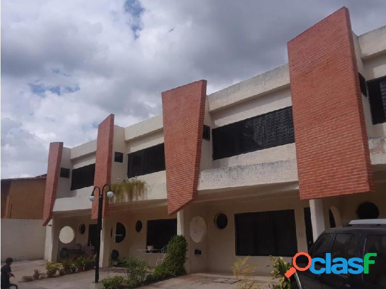 Townhouse en El Guayabal 20-5218 jjl