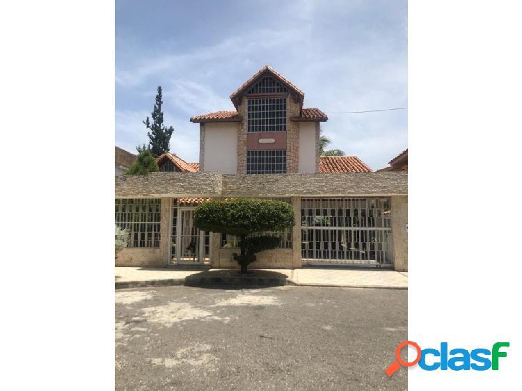 Bellisima Casa en Chalets Country
