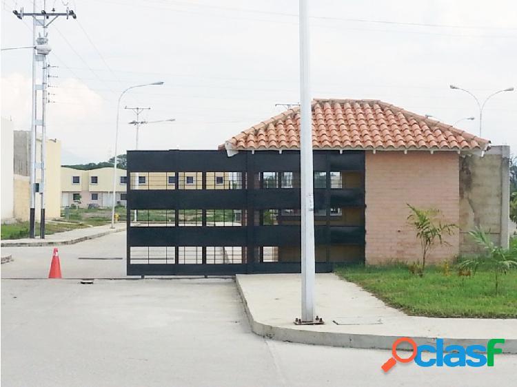 Townhouse en Tierraclara, cerca de Parque.Valencia, Edo.