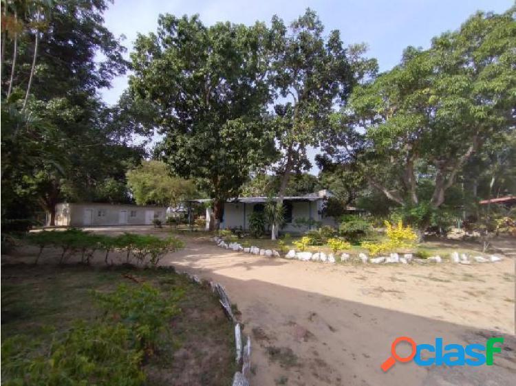 joselyn V. finca en venta en guacara 20-5824