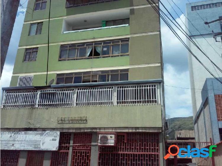 Apartamento en Excelente Zona de La Víctoria, Edificio