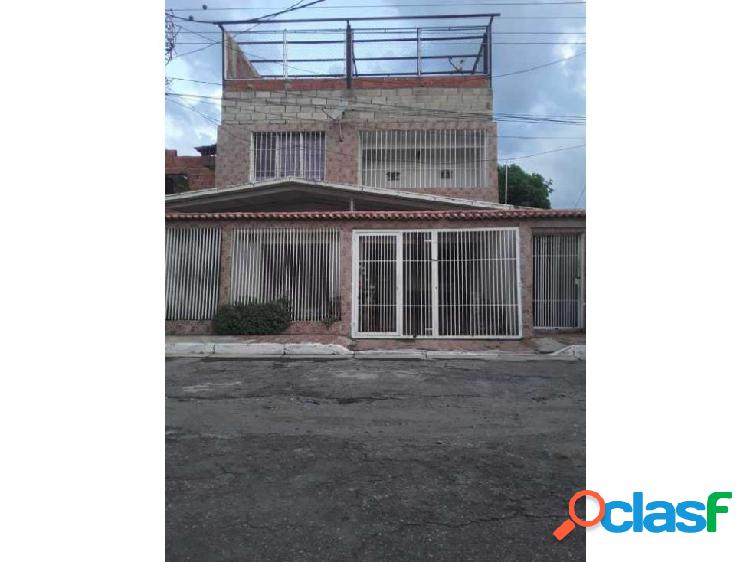 Se Vende Casa de 2 plantas en Santa Rita, Linares Alcántara