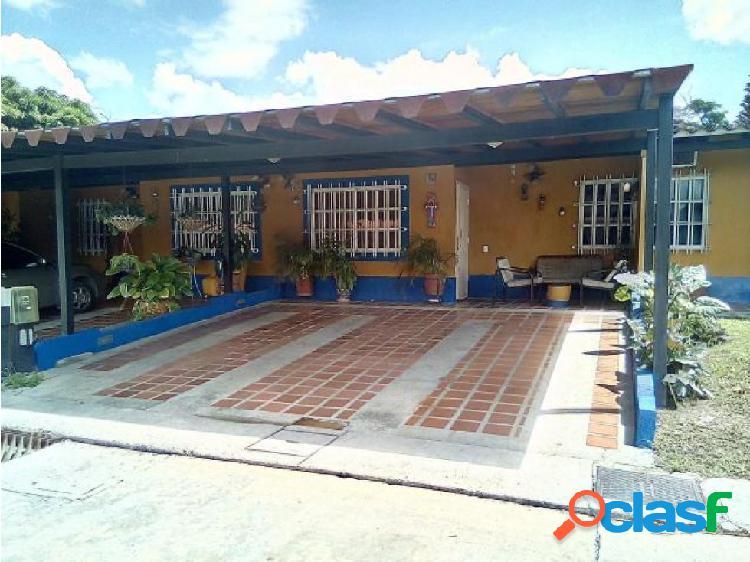 Casa en Valle de Oro 20-1461 LlN