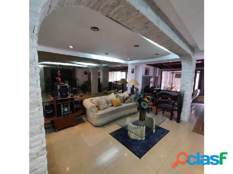 Casa en Venta en EL Cafetal 5H- 4B- 3P
