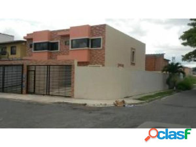 En venta Casa En Naguanagua #20-7410 opm 0424-4404205