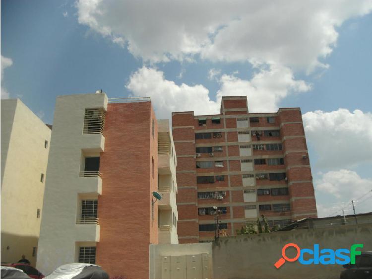 Apartamento en Venta en el Centro de Cabudare 20-7441 EY