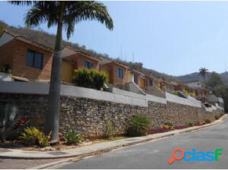 En venta Casa en Lomas del Este 20-11365 opm