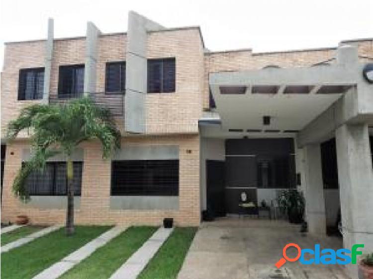 En venta Townhouse en Los Mangos 20-7470 opm