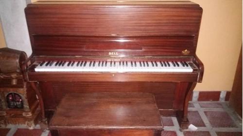 Piano Vertical Marca Bell Con Su Banqueta.