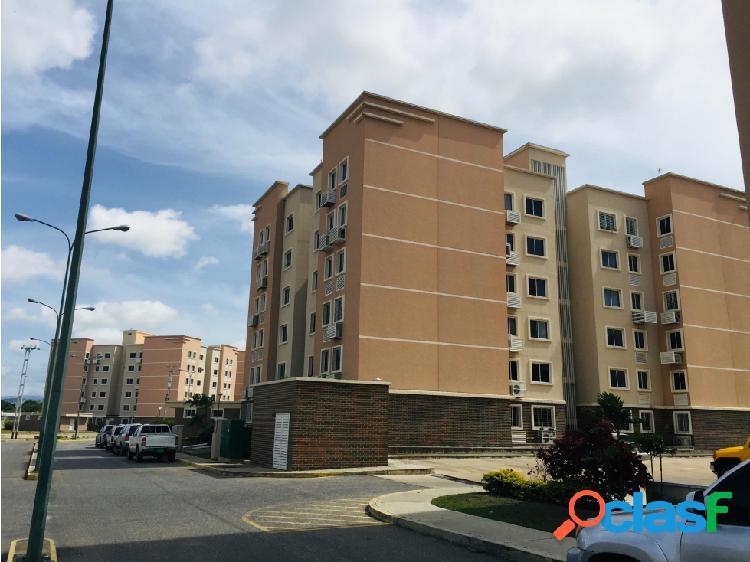Apartamento en Alquiler en el Este de Barquisimeto 20-22423