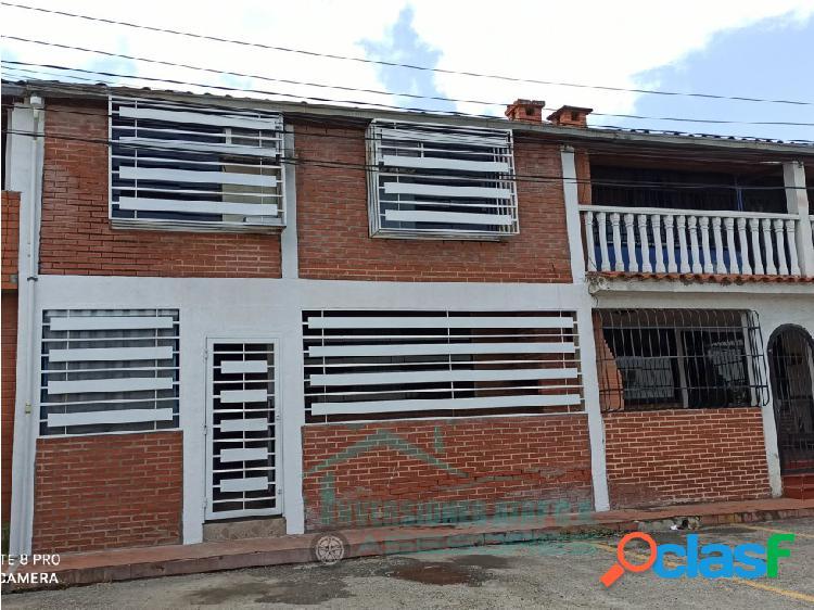 EN VENTA CASA TOWN HOUSE 03H/ 02B/ 01PE Villas Del Camino