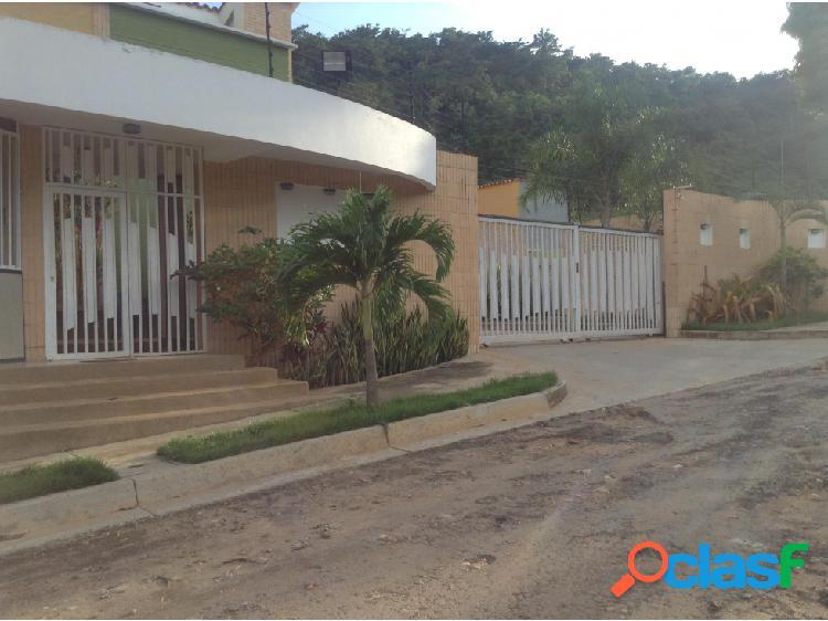 Se vende Townhouse en El Parral totalmente amoblado 20-873