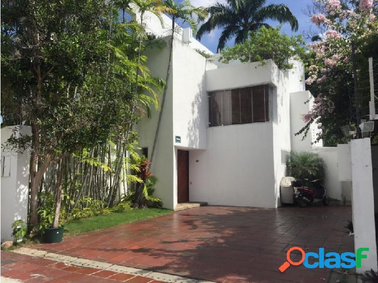 Se vende casa 270m2 4h+s/4b+s/4p El Bosque
