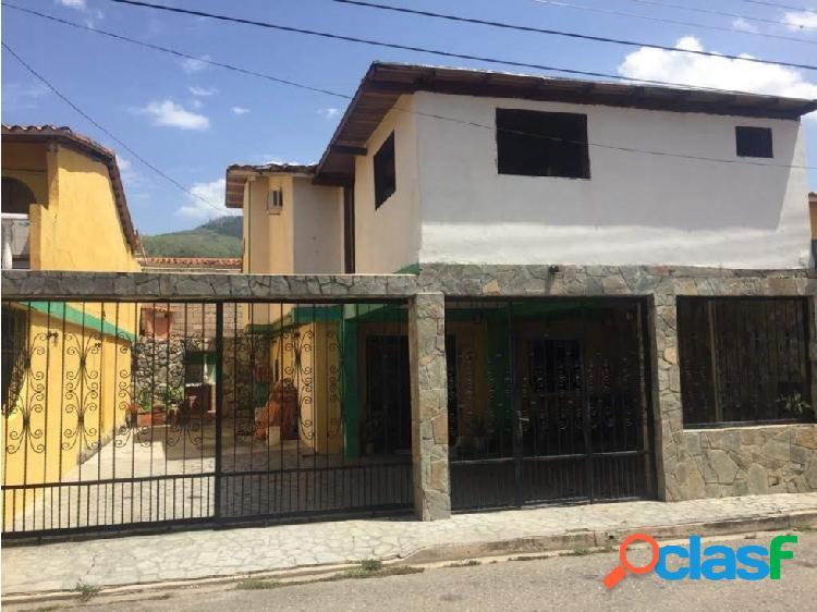 Townhouse en venta La Granja Naguanagua 20-17804 P1JJL