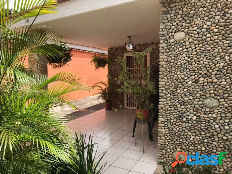 Casa de 560 m2 en El Limon cerca de Av Caracas en Maracay