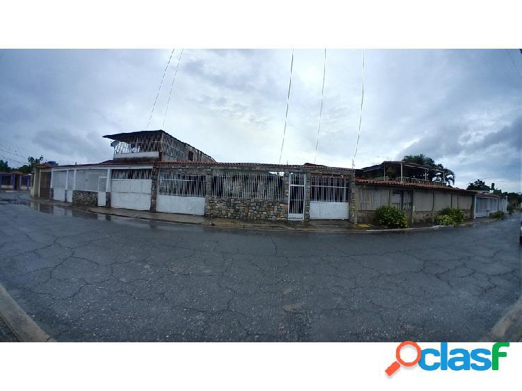 Casa en venta en La Floresta Guacara 20-8042 v2jjl