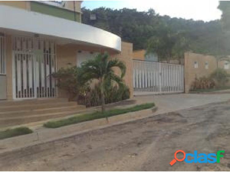 Townhouse en Venta en El Parral Valencia Cod 20-873 OPM