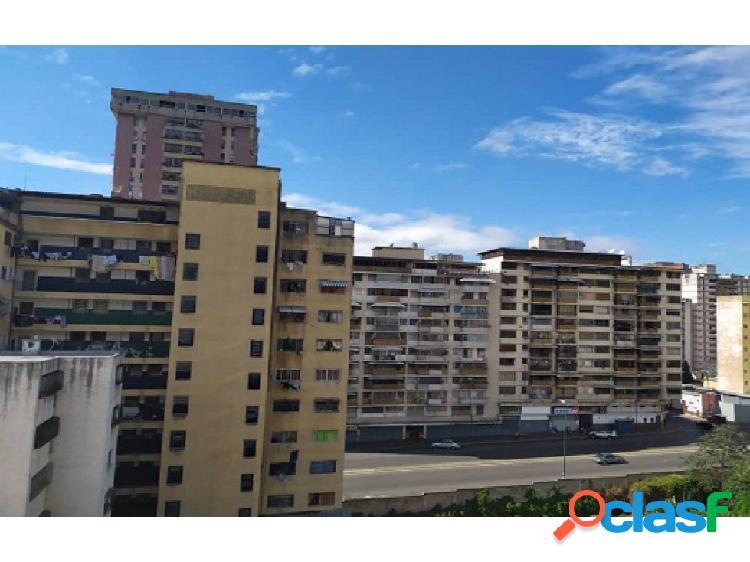 Apartamento en la Av Panteón, Caracas.