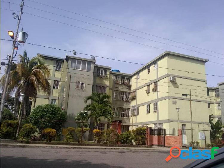 Junior Alvarado Vende Apartamento en BQTO RAH:20-21565