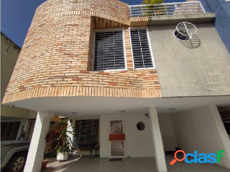 Se Vende Town House en La Floresta, Maracay