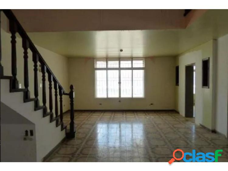 Se vende casa 348m2 4h+s/4b+s/3p Los Naranjos