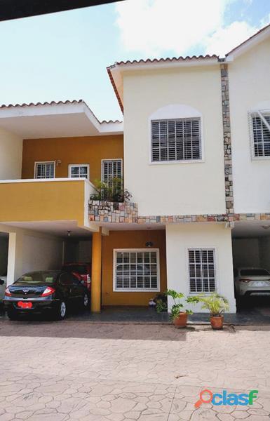 Town House en El Parral de 303 m2 IDTH 564