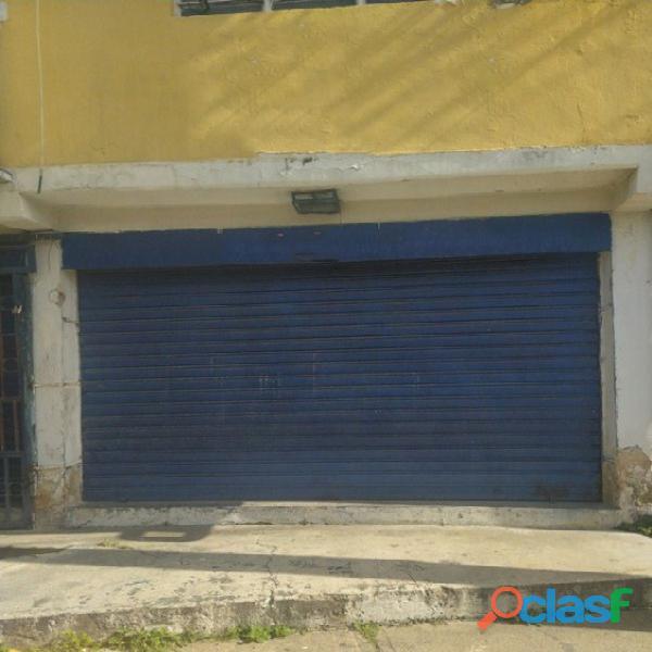 Se Ofrece En Alquiler Local Comercial En La Av.