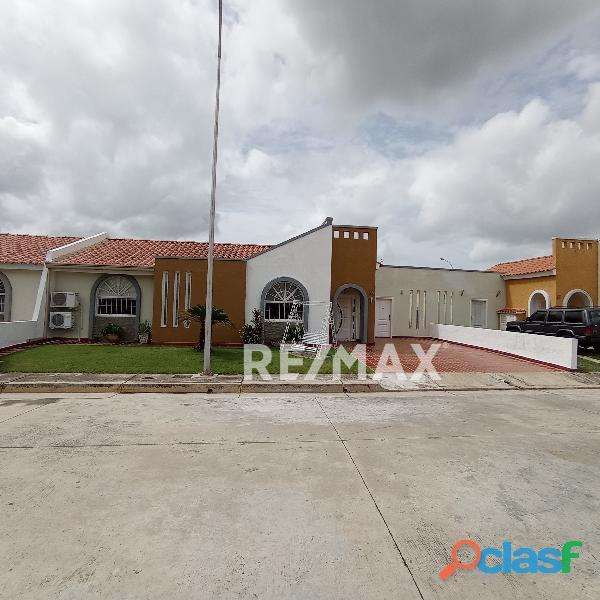 REMAX/PARTNERS Vende Casa en el Conjunto Residencial Pie de