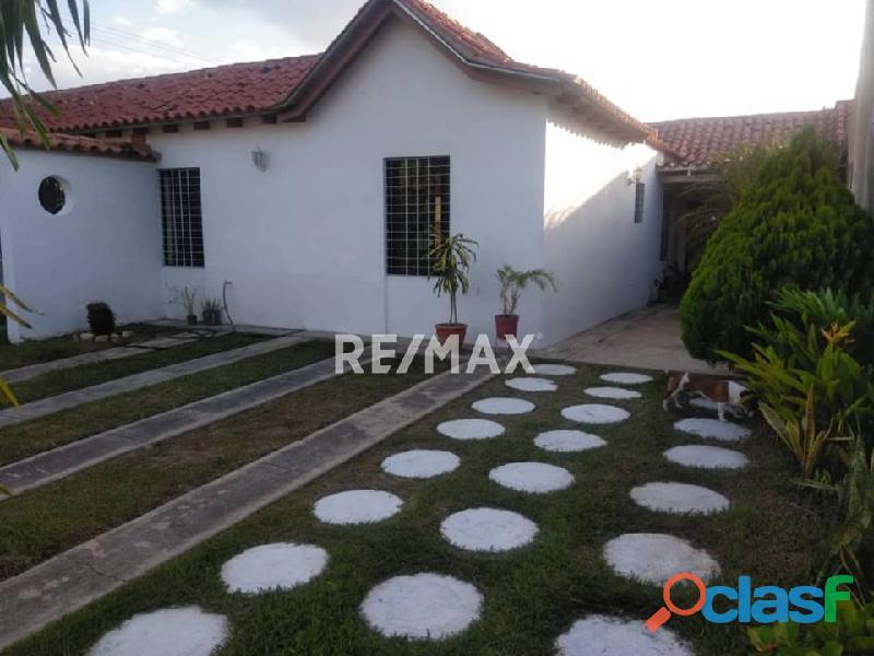 RE/MAX PARTNERS Vende Casa en el Conjunto Residencial Villa