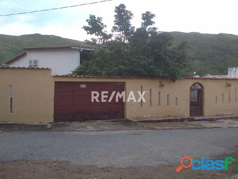 RE/MAX PARTNERS Vende Casa Campestre en La Cumaca, San Diego