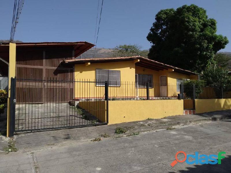 Hermosa casa en venta en la Victoria / Aragua